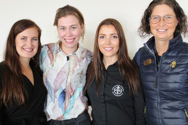 Projektgruppen från innovationstrappan tillsammans med Wångens lärare fotograferad i ett klassrum