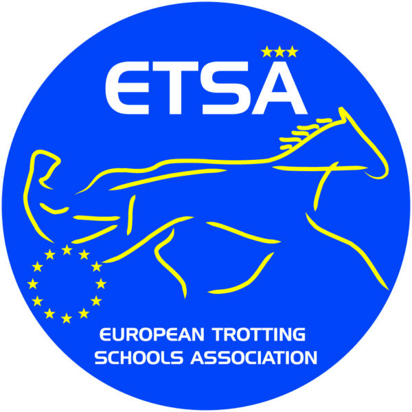 Blå cirkel med texten ETSÄ och en gul tecknad häst som drar sulky med kusk